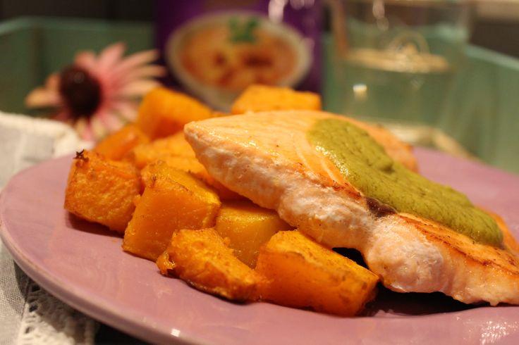 Low Carb Rezepte von Happy Carb: Röstbutternut mit Curry-Avocado-Kokoscreme und Lachs - Irgendwie hat die Zusammenstellung keine echte Richtung. Aber egal. Hauptsache lecker.