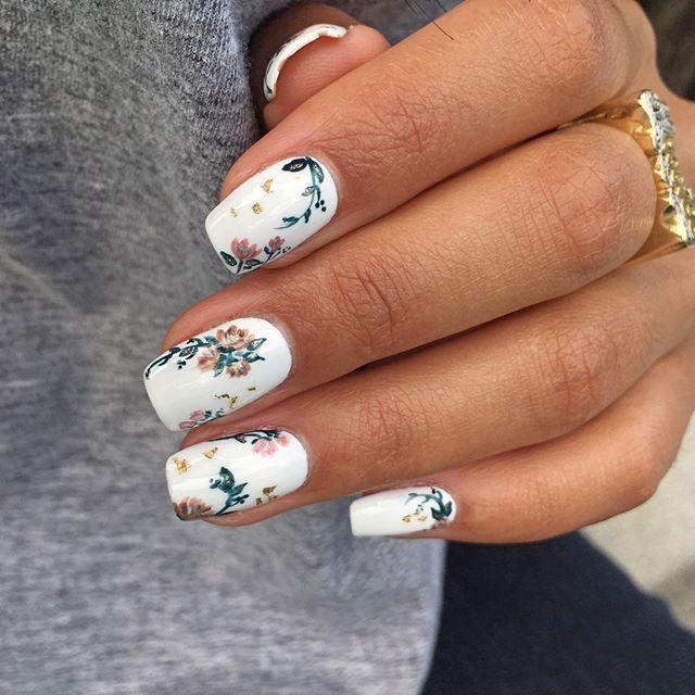 Porter le printemps sur ses ongles  #lookdujour #ldj #nails #nailart #manicure #flowers #whitemani #springnails #nailinspo #ootd #inspiration #style – Marjorie Graziani
