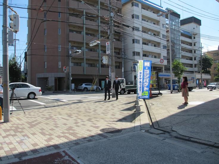 就活生向けPV  「What's 大阪貯蓄信用組合」  お客様とご挨拶シーン  超顧客様のスタンドです。