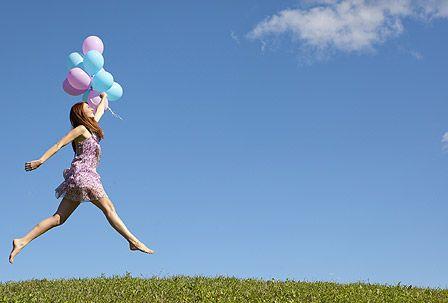 Luftige Kleidchen, knappe Shorts und kurze Röcke: Endlich hängen die heiß geliebten Frühlingsteile wieder in den Läden. Spätestens jetzt bekommen viele Frauen Lust, wieder Bein zu zeigen. Pflege-Tipps für einen seidig-glatten Start in die warme Jahreszeit