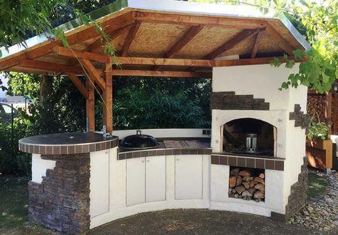Grill und Pizzaofen kann Frank Strunz (49) nun das ganze Jahr über nutzen. Und es fällt garantiert kein Barbecue-Abend mehr ins Wasser. Dafür hat er sich eine halbrunde Grillstation mit schwebendem Dach in den Garten gebaut.   – Argia 1971 🇮🇹