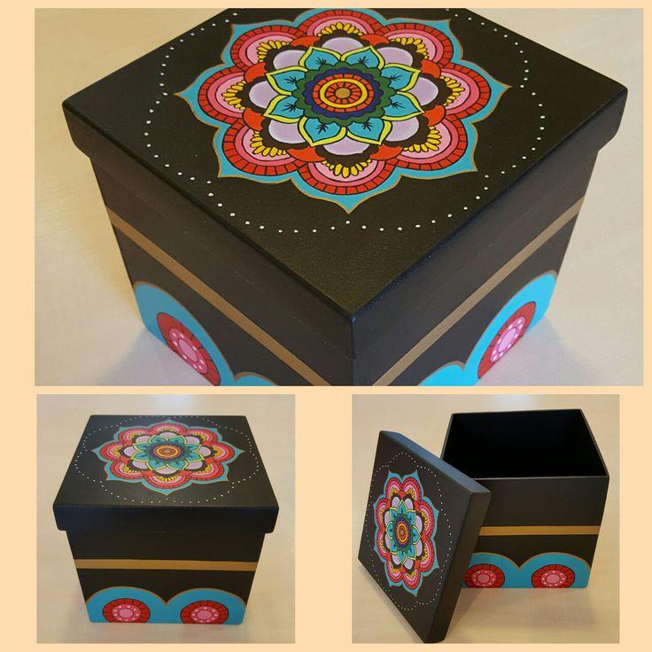 Caja en fibrofacil, decoración manual