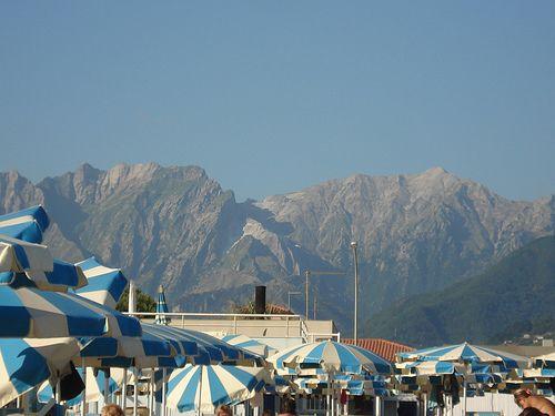 Marina di Massa, mare e monti :)
