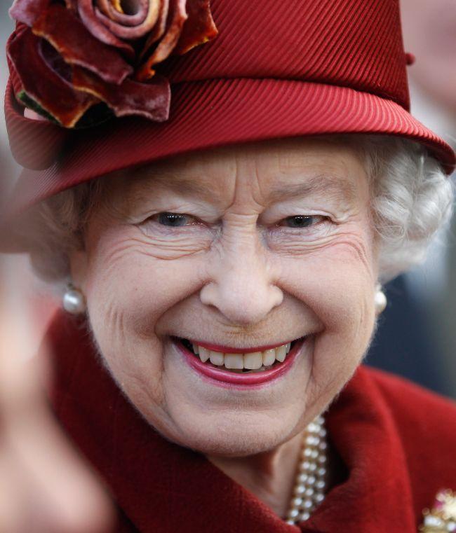 """Regina Elisabeta este o mare consumatoare de ciocolată, desertul său preferat fiind """"Prăjitura perfecta de ciocolată"""" care conţine 3 straturi din cea mai fină ciocolată."""