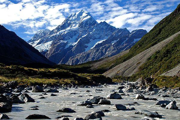 monte cook, nueva zelanda, El Perito Moreno (Argentina) es el más famoso de los grandes glaciares que forman el conjunto del Parque Nacional, una enorme masa helada de 16.800 kilómetros cuadrados y 800 metros de espesor donde nieva 365 días al año.