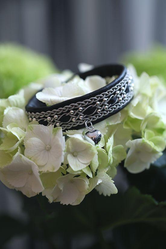 Lindas armband: 2 cm brett tennarmband med inflätning, silverpärlor och silverhjärta