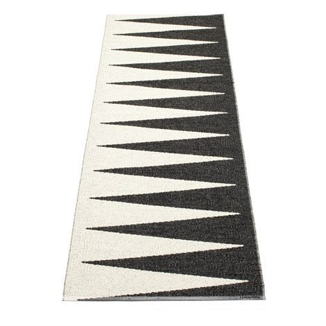 Vivi rug black is a woven plastic rug from Swedish company Pappelina. Designed by Lina Rickardsson, made in Sweden.