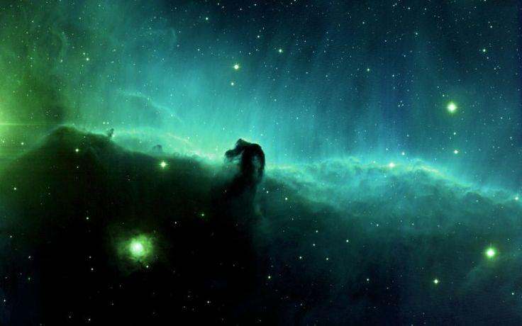 Stof houdt licht tegen, zoals hierboven. Dit is de beroemde Paardenkopnevel: één van de kroonjuwelen in het sterrenbeeld Orion. Helaas is deze donkere nevel niet zo makkelijk te observeren als zijn buurman, de Orionnevel.