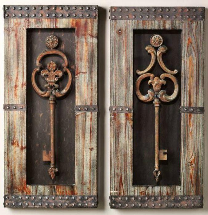 Потрясающие старинные ключи в массивных деревянных рамках.