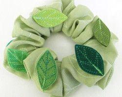 olive scrunchy (shou shou) with embroidered leaves Ⓒ HAPPa-Ya Nagako Ono  URL: http://happa-ya.net #scrunchy #leaves