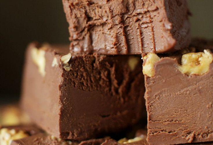 Le mélange d'avocat et de chocolat peut vous paraître surprenant, mais c'est vraiment bon... C'est un bon gras qui se marie très bien au fudge :)
