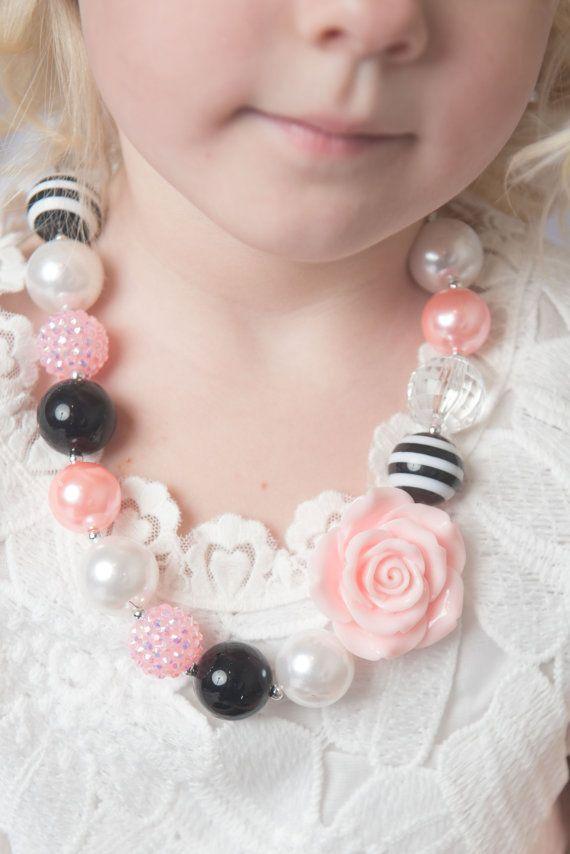 Collar rosa collar negro de goma de mascar poco niña collar