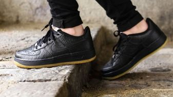 Air Force 1 Low Black On Feet