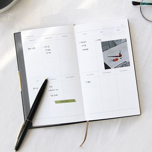 2018 Monologue small dated weekly diary planner by Gunmangzeung. The Monologue small planner is designed to make you more successful and help you reach your goals.