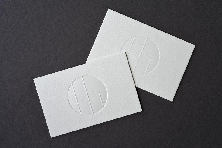 Drucktechnik: Letterpress Papier: Cotton linen cream 300 g/qm gegen Cotton New Grey 300 g/qm Kunde: www.hellriegel-zahnmedizin.de
