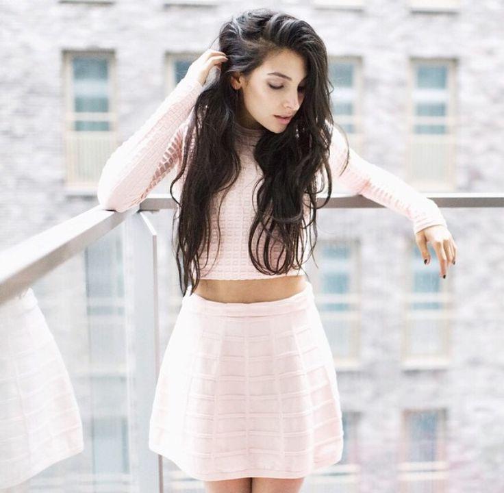 Anna Nooshin - té schattig outfitje!