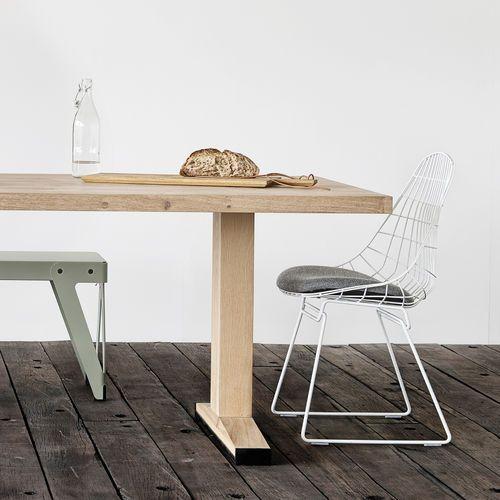 Een tafel op maat laten maken: Massief houten werkblad en stalen onderstel. Zelf ontwerpen!