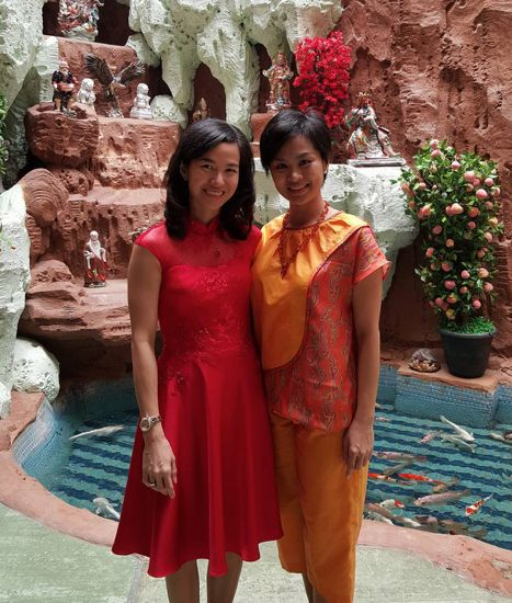 Elegant Theresia Lie An in her crimson hued modern qibao for 2016 Chinese New Year. #youxnamayinda #cny2016