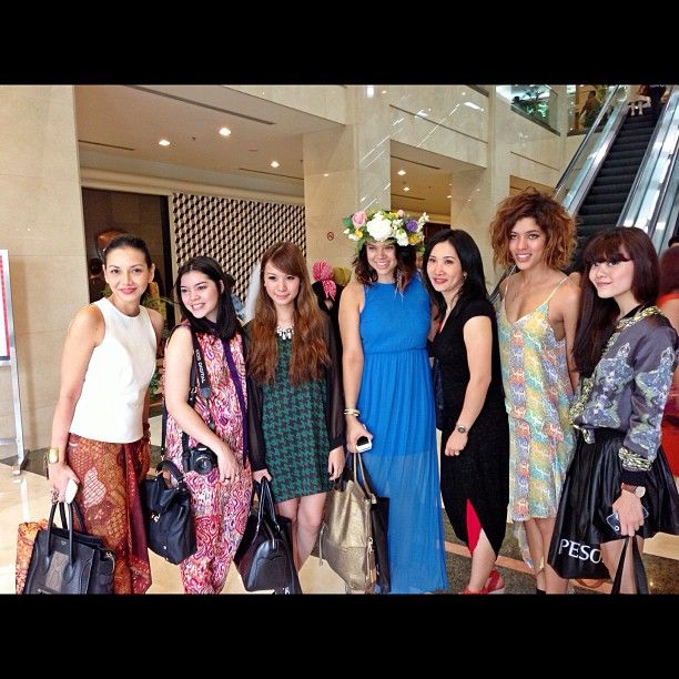 With the beautiful fashion bloggers @profreshstyle @taraamelz @troprouge @soniaeryka @tgosingtian at Jakarta Fashion week via @Shinta Bubu
