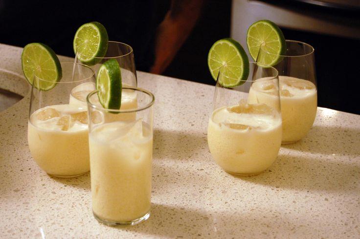 Piña colada (ananas cocktail). Niet echt een smoothie, maar wel erg lekker