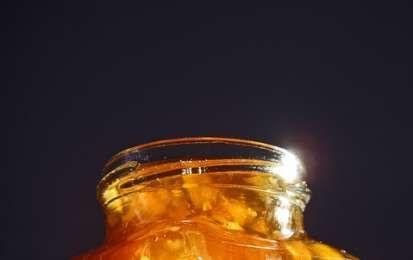Marmellata di arance - Ricetta per preparare la marmellata di arance, buonissima e che si presta a moltissimi utilizzi in cucina come per farcire torte e biscotti o da mangiare a colazione sulle fette biscottate.