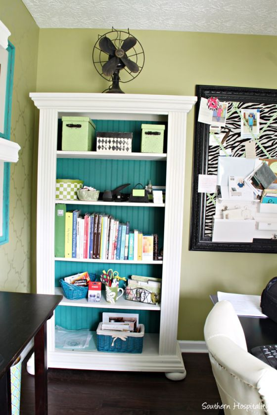 Chalk Paint Bookshelf Makeover - I am not sure if ASCP was used but that's what I will use on my bookcase! shb