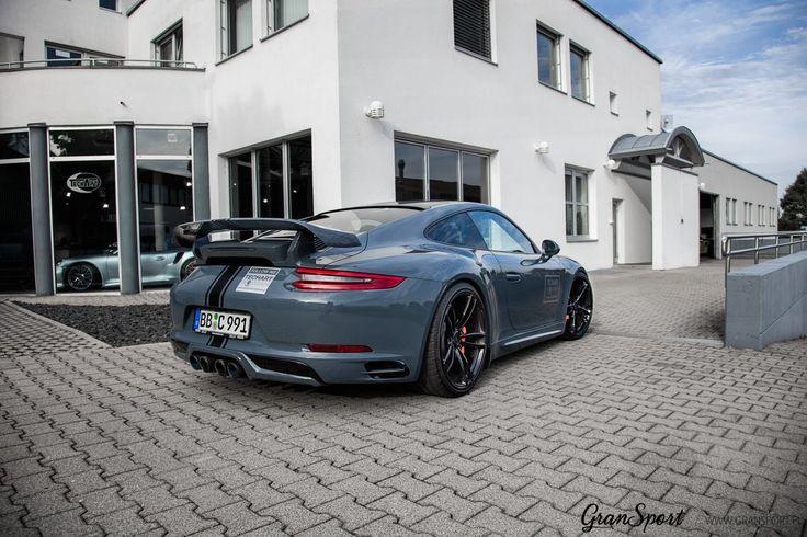 Porsche 911 991.2 z kompletnym aerokitem TechArt 💪 Jak zawsze świetne połączenie szarego lakieru z czarnymi dodatkami, rozbudowanym zestawem aerodynamicznym oraz najlepszymi felgami Formula IV gwarantuje niesamowity efekt końcowy 😍 Najlepszy sposób na wyróżnienie swojego Porsche 😎 ✔ Oficjalny Dealer TECHART GranSport - Luxury Tuning & Concierge http://gransport.pl/index.php/techart.html