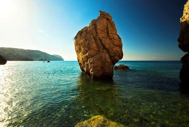 A kulturálisan szorosan Európához köthető sziget természeti adottságait tekintve inkább a Közel-Keletre jellemző növény- és állatvilággal, mediterrán klímával rendelkezik. A Földközi-tenger egyik legvonzóbb turistaparadicsomává nőtte ki magát a sziget az elmúlt évtizedekben...