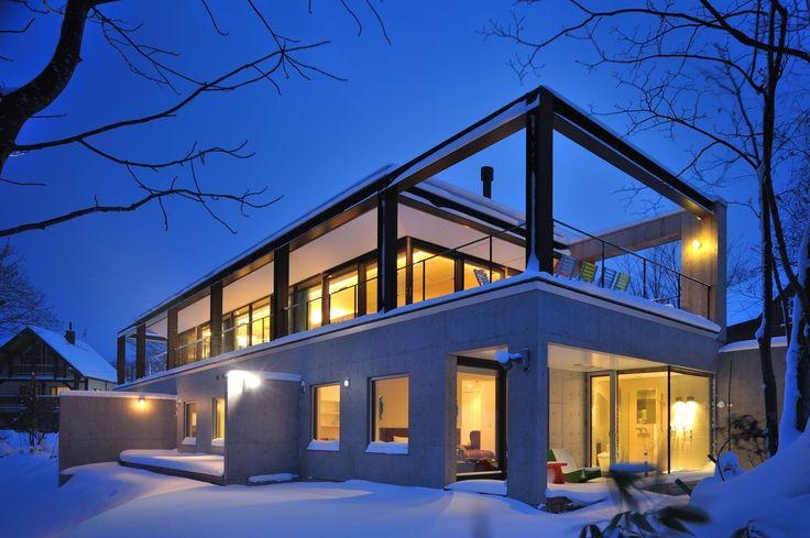 Nominated for the world ski awards 2014 glasshouse niseko for Luxury glass homes