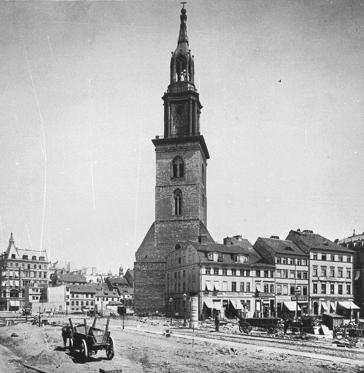 Berlin in alten Bildern - Während der Freilegung der Nordseite der Marienkirche 1886: