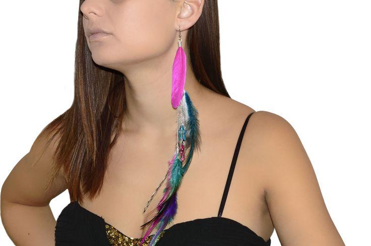 Boucle d'oreille pendante en plumes multicolore - Rose, bleu, fuchsia, violet, noir et blanc : Boucles d'oreille par les-bijoux-de-petiteauguai