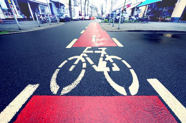A Alemanha inaugurou os primeiros cinco quilômetros de sua autoestrada exclusiva para ciclistas. A pista, que deverá ter 100 quilômetros de extensão, permite que as pessoas viajem de bicicleta sem precisar dividir a estrada com carros e caminhões.