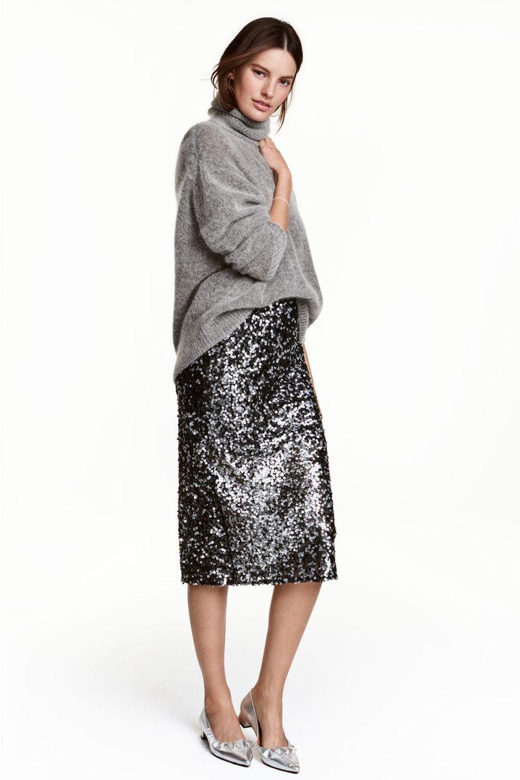 Jupe à paillettes | H&M 30€ - -> T46 - Jupe de longueur mi-mollet en mesh brodé de paillettes. Modèle avec fermeture à glissière dissimulée et fente dans le dos. Doublée.
