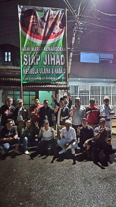 Antek Ahok Mengaku Ustadz Datang Ke Kemandoran Dan Berusaha Merusak Aqidah Warga   http://ift.tt/2noB4VM  Sabtu 25 Maret 2017  Jakarta - Beredar laporan dari warga Kemandoran Jakarta Selatan tentang adanya seorang antek Ahok yang mengaku ustadz dan bernama Buya Fauzi.   Buya Fauzi ini termasuk rombongan Djarot yang hadir ke wilayah Kemandoran dan seusai Djarot pulang maka mulailah oknum ini berbicara  dan mengeluarkan jurus-jurus pelintiran dan pemutarbalikan ayat-ayat Al-Qur'an berusaha…