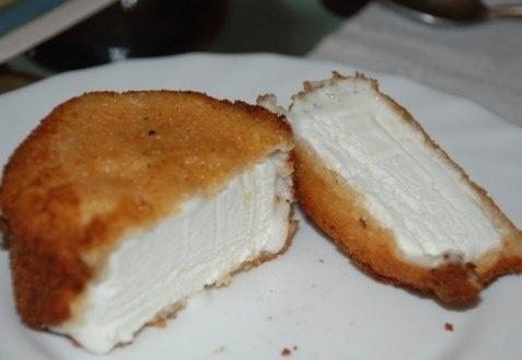 Жареное мороженое    Ингредиенты:  мороженое  кокосовая стружка  панировочные сухари  яйца — 3 шт.