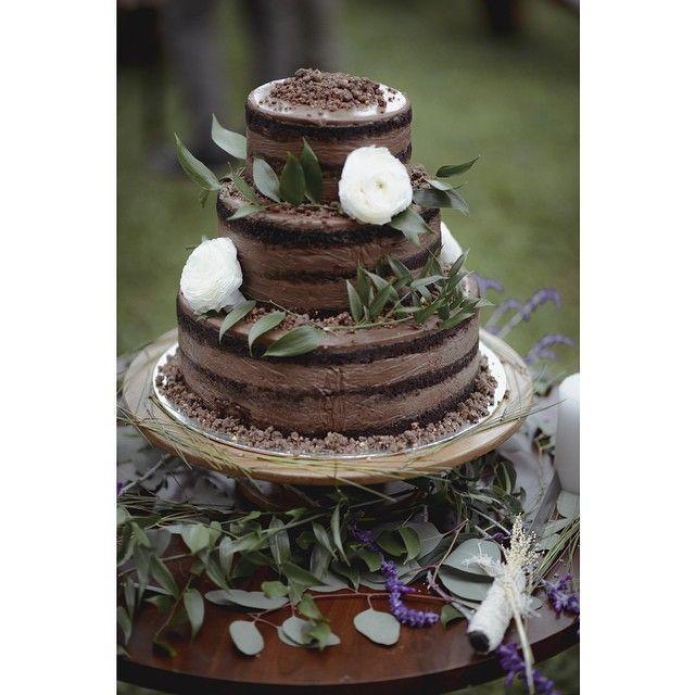 Instagram media by andienippewedding - A rare chocolate wedding cake! Cake tiga susun ini bernama Choco Malt Cake. Memiliki konsep naked juga, dihias dengan dedaunan, lavender, dan dua bunga Ranunculus  #andienippewedding  Captured by @vegaprabumi