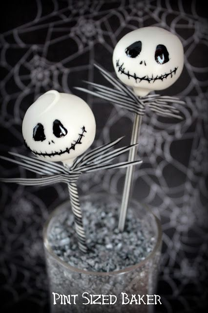 """This is Halloween!"" Enjoy your Halloween party with these fun Jack Skellington Cake Pops. Step by step tutorial in the blog."