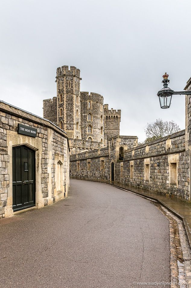 The Entrance To England S Windsor Castle Is A Winding Road But It Worth Walking See Magnificent State Apartments And St George Chapel