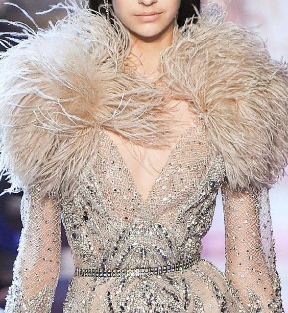 boa boa plume  ᘛ  elie saab haute couture spring summer 20I8 robe beige sable printemps été feathers robe tulle argentée silver dress broderie embroidery high fashion