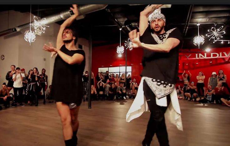 """El coreógrafo de las estrellas ha vuelto a fascinar con una versión cargada de homoerotismo de la última canción de Britney Spears """"No Seas Cortés""""."""