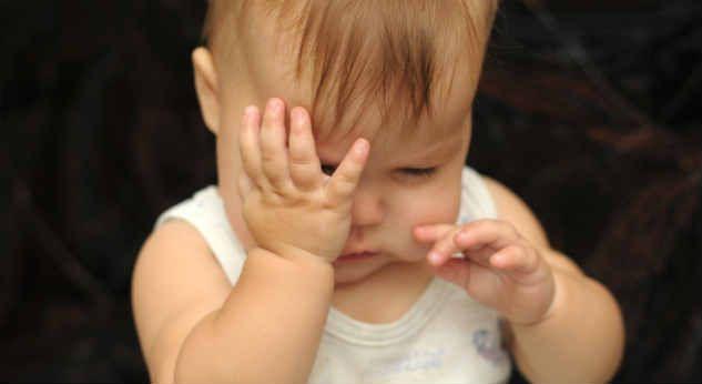 ¿Por qué mi bebé tiene los ojos llorosos?