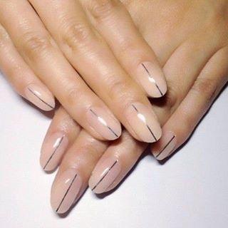 Simple line nail art
