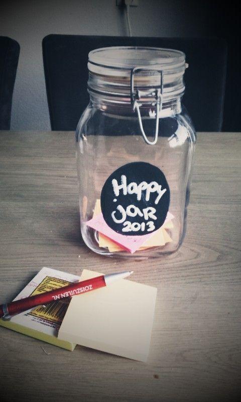 Goede voornemens; Een happyjar, Omdat het soms moeilijk is om te herinneren hoeveel mooie kleine dingen er gebeuren.