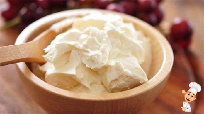 Жирный сливочный сыр разновидность мягких сыров,которые делаются из сливок.Все сливочные сыры, являются молочными продуктами с мягкой консистенцией.Попробуйте!