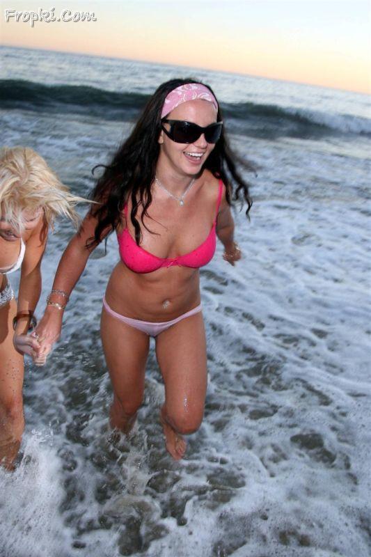 Britney Spears Swim Underwear | Britney Spears goes ...