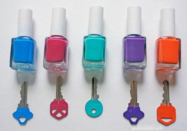 Nail polish keys | 23 DIY Projects For People Who Suck At DIY // Nie wieder #Schlüssel verwechseln mit Hilfe von #Nagellack