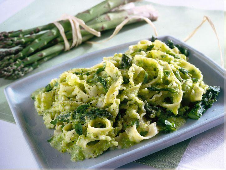 pasta-con-pesto-di-asparagi preparazione