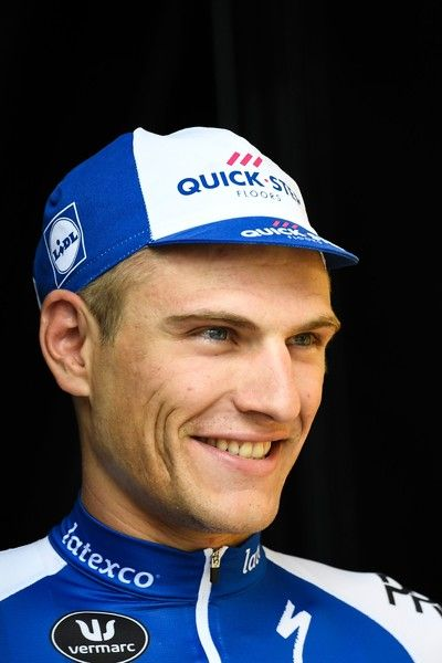 Stage winner Germany's Marcel Kittel arrives on the podium after winning the 203,5 km second stage of the 104th edition of the Tour de France cycling race on July 2, 2017 between Dusseldorf, Germany and Liege, Belgium. / AFP PHOTO / Lionel BONAVENTURE