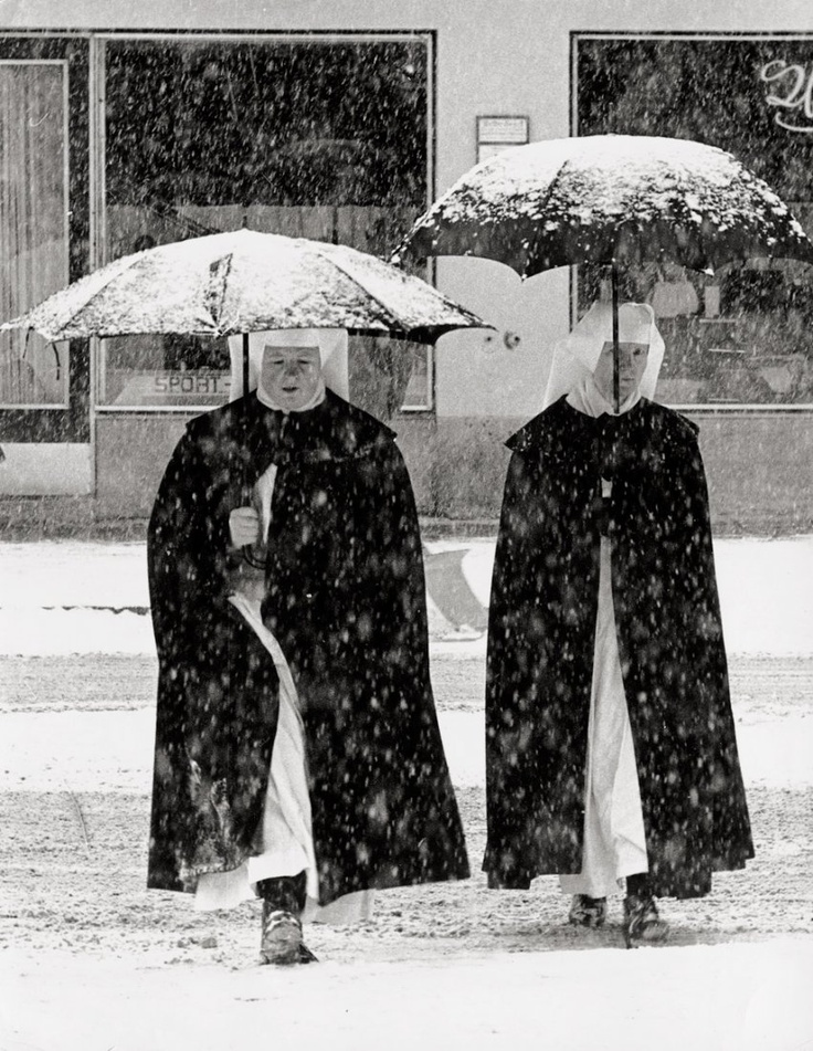 Toni Schneiders, Nuns in the Snow, 1960.