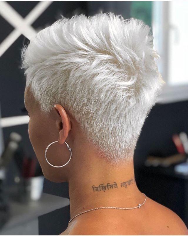 Farbberatung Stilberatung Farb Sabinaboddem Www Farben Reich Com Farbberatung Farben Reich Short Hair Styles Short Hair Styles Pixie Super Short Hair